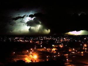 hopkinsville_tornado_jennie_stuart_webcam_910pm